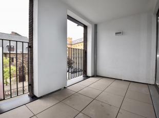 Op een gunstige locatie tussen het historisch stadscentrum en het Eilandje bevindt zich dit gemeubeld appartement met terras en parkeergelegenheid.<br