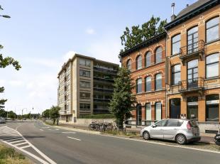 Woning/ gebouw voor gemengd gebruik momenteel in gebruik als restaurant gelegen op een uiterst gunstige locatie nabij alle inval- en uitvals wegen.<br