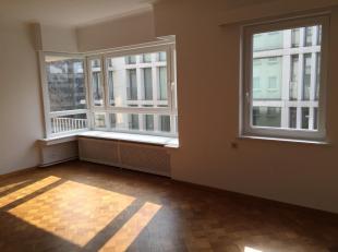 Gezellig appartement op de 5de verdieping gelegen in het centrum van Antwerpen, in de onmiddelijke omgeving van de Meir en het Theaterplein.<br /> Ind