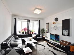 Ruim appartement op de 2e verdieping met 3 slaapkamers.<br /> Volledig geïnstalleerde keuken, mooi zonnig terrasje.<br /> Ruime leefruimte op par