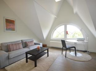 Prachtig gemeubeld appartement op het trendy Zuid met terras.<br /> Indeling: Lichte leefruimte aan de Waalse kaai met toegang tot het balkon, volledi