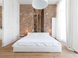 Instapklaar appartement op de 1ste verdîeping van een prachtig gerenoveerd herenhuis gelegen op het trendy Zuid, vlakbij de Marnixplaats en de V