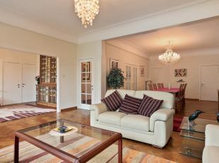 Uitstekend drie slaapkamer appartement op ideale locatie met prachtig uitzicht op het Koning Albertpark.<br /> Indeling: Via de inkomhal toegang tot d