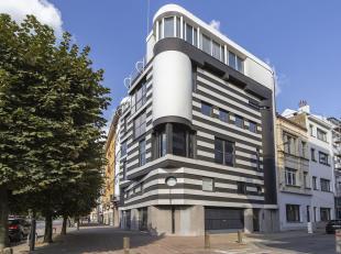 Triplex appartement in het Huis van Roosmalen, een postmodern gebouw gebouwd in opdracht van interieurontwerper Will van Roosmalen, verspreid over de