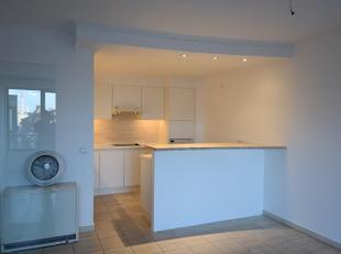 Ruim 1 slaapkamer appartement in DE winkelbuurt van Antwerpen.<br /> Het appartement bevindt zich op de vierde verdieping.<br /> Zeer ruime woonkamer