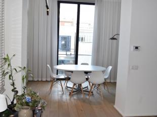 Loft appartement gelegen op de eerste verdieping op toplocatie in Antwerpen tussen de Kammenstraat en de Huidevettersstraat. Dit appartement werd met