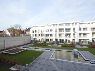 Charmant appartement gelegen in het nieuwbouwproject Nieuw Berchem.<br /> Indeling: Hal met gastentoilet. Zonnige leefruimte met een open keuken die v