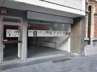 Schitterend handelsgelijkvloers in éénvan de topstraten van Antwerpen te koop!<br /> Steeds verhuurd geweest aan kledingzaak aan 1750 eu