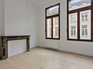 Schitterend gerenoveerd appartement in oud gebouw met mooie plafondhoogte en veel lichtinval.<br /> Nieuwe volledig geïnstalleerde keuken en badk