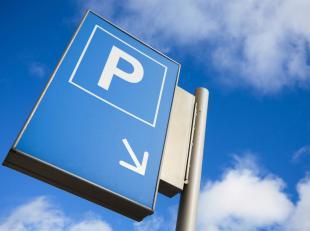 Ondergrondse autostaanplaats te huur op niveau -1 in de direct nabijheid van het centraal station.