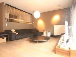 Gemeubeld design 2 slaapkamer appartement met terras en autostaanplaats.<br /> Via de lift bereik je de 3de verdieping en kom je in de inkomhal met ve