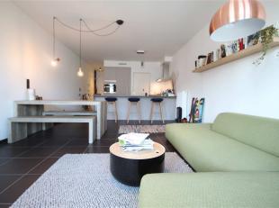 Het gemeubeld appartement van ca. 70 m² is gelegen op de 3de verdieping van Residentie L'île Perdue, een nieuwbouwproject uit 2014 op het E