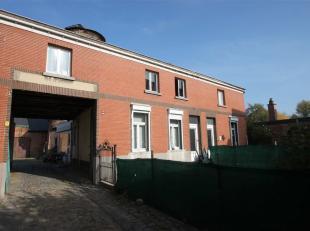 Deze opbrengsteigendom in het centrum van Belsele bestaat uit een perceel van 1.200 m² met daarop 2 woonhuizen, 3 garageboxen, een magazijn/aterl