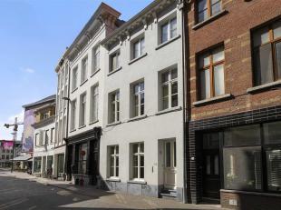 De woning werd volledig gerenoveerd in 2011. Wat het pand zo bijzonder maakt, is de hoge afwerkingsgraad met oog voor detail en het authentieke karakt