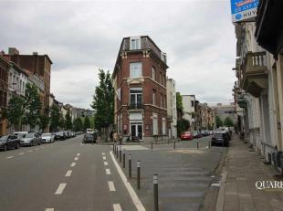 Gelijkvloerse handelsruimte op commerciële locatie<br /> Het pand bevindt zich op de hoek van de Graaf van Hoornestraat en de Admiraal de Boisots