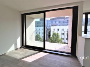 Dit nieuwbouw appartement is gelegen op de 1ste verdieping en is bereikbaar met de lift. U betreedt het appartement vanuit zijn inkomhal, die toegang