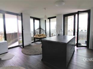 Dit appartement is gelegen op de 6de verdieping van residentie Cadiz en is bereikbaar via de lift. De leefruimte geniet van enorm veel lichtinval en h