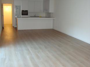 Centraal te Antwerpen stellen wij dit mooie één-slaapkamer appartement te huur. Het is een echt pareltje! Het omvat een ruime inkomhal m