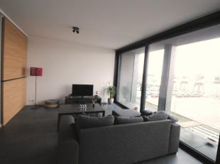 Te Antwerpen meer bepaald op het Eilandje, stellen wij dit mooie appartement te huur. In contrast met het moderne gebouw ishet pittoreske gebied met o