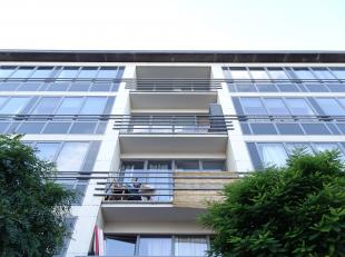 Het appartement is gelegen op de 2de verdieping in een gebouw met lift. Het gebouw voorziet een afgesloten fietsenberging. <br /> <br /> Inkomhal met