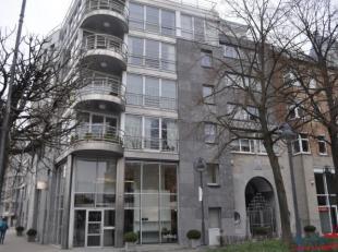 Zeer mooi, modern 1 slaapkamer appartement op een TOP locatie aan de kaai met zicht op de Schelde!<br /> Indeling:<br /> Ruime inkomhal op parket met