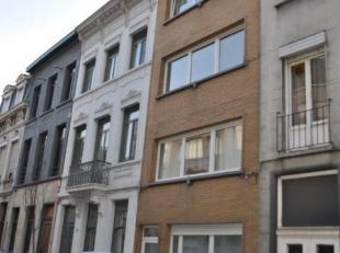 Opbrengsteigendom op centrale ligging bestaande uit 4 appartementen met 1 à 2 slaapkamers. Het gelijkvloersappartement heeft een grote tuin. In