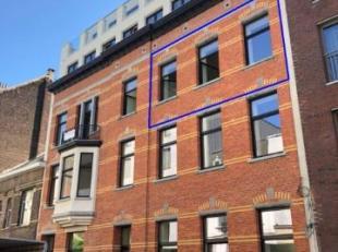 Prachtig designappartement (73 m²) met terras (13m²)in hartje Antwerpen, gelegen op de tweede verdieping, in de zeer aangename buurt aan de