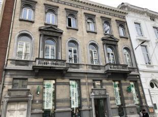 Mooi appartement met terras gelegen vlakbij winkels, openbaar vervoer, Albertpark.<br /> Indeling :<br /> Inkomhal : +/- 8 m², parket.<br /> Afzo