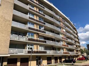 Instapklaar, gerenoveerd appartement op zeer centrale ligging vlakbij openbaar vervoer en in de onmiddellijke omgeving van het Boekenbergpark.<br /> I