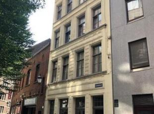 Indeling : derde + vierde verdieping<br /> Derde verdieping<br /> Living : 36 m², laminaat.<br /> Keuken : 5 m², kasten, tegels, kookfornuis