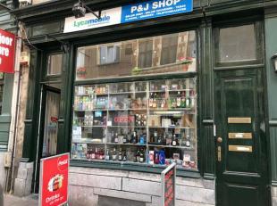 Commercieel gelijkvloers in het hartje van de oude stad, omgeving Scheldekaaien, Kathedraal,...<br /> De winkel geniet een oppervlakte van 30 m²