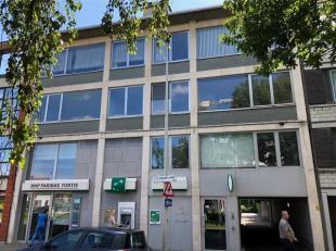 Vier op te frissen appartementen op zeer centrale ligging gelegen op de tweede en derde verdieping. Zeer centrale ligging vlakbij winkels, openbaar ve