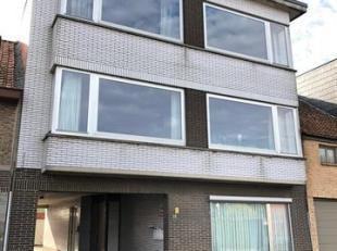 Opbrengsteigendom bestaande uit 5 appartementen en 11 garageboxen.<br /> Gelijkvloers :<br /> Doorgang naar de garageboxen en de gemeenschappelijke in