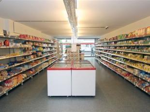 Handelsgelijkvloers/kantoor van +/-135 m² op interessante ligging met breed uitstalraam. LINKS OF RECHTS<br /> + 37,5 euro/maand (provisie water