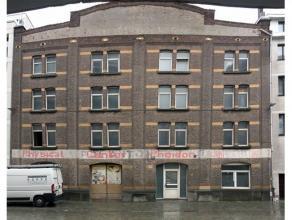 Handelshuis gekend bij het kadaster als magazijn - origineel pakhuis (vierde kwart van de 19de eeuw) op het Eilandje. Het pand biedt diverse mogelijkh