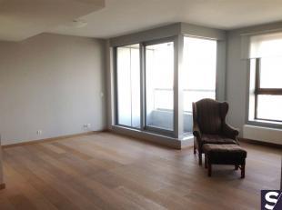 Top appartement op de 16e verdieping met prachtig en uniek zicht over Antwerpen!<br /> Indeling: inkom met living/eetkamer met toegang tot terras, hal