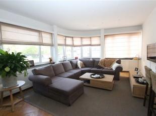 Volledig gemeubeld 3 slaapkamer appartement te Berchem. <br /> Indeling: inkom, apart toilet, ruime open living met eetkamer en aansluitend terras, op