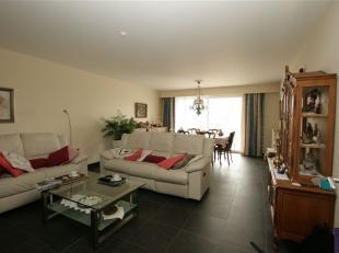 In residentie Mathilde: appartement met prachtig zicht op binnentuin: ruime inkomhal, afzonderlijk toilet, leefruimte, volledig ingerichte keuken, 2 s
