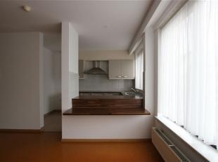 Een zeer ruim twee slaapkamer appartement op de eerste verdieping, centraal gelegen in het centrum vlakbij winkels en openbaar vervoer.<br /> Het appa