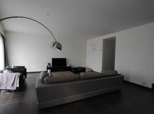Op een zeer centrale ligging in het centrum van Kontich aan het Sint- Jansplein vindt u dit modern en prefect instapklaar duplex appartement.<br /> He