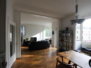 *** in optie ***<br /> Dit zeer mooie appartement is gelegen op de 2de verdieping  van een art-deco gebouw.<br /> Ruime inkomhal met apart toilet, ber