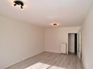 Gelijkvloersappartement gelegen te Deurne met 2 slaapkamers, woonkamer, keuken, apart toilet, badkamer met ligbad, tuin en een garagebox.<br /> Huurpr