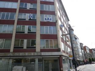 Voor de nieuwste vastgoedprimeurs surf naar www.immoscoop.be! Gezellig en leuk gelegen appartement met 1 slaapkamer. De inkomhal heeft een vestiaire e