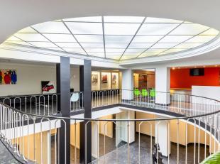 Prachtige winkel/kantoorruimte met een totale oppervlakte van 420 m2 aan de vernieuwde leien !<br /> Elektrische installatie gekeurd, alles is domotic