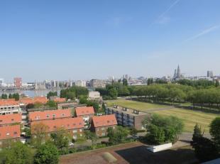 Mooi en aangenaam appartement op de 11e verdiepeing met schitterend zicht op Antwerpen stad. Het appartement heeft een oppervlakte van ca 85 m².