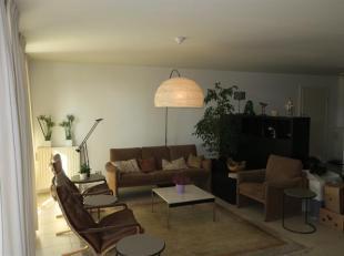 Super gelegen 3-slaapkamerappartement vlakbij de Meir, stadsschouwburg en stadspark. Ind: Inkomhal met vestiare en gastentoilet; aangename leefruimte