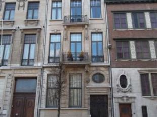 Prachtige meesterwoning met 3 slaapkamers, 3 terrassen en mooi aangelegde tuin. De woning is gelegen in het residentieel gedeelte van Antwerpen. De in