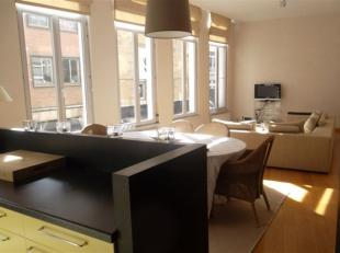 Gezellig gemeubeld appartement met 2 slaapkamers op de 1ste verdieping van een herenhuis. Toploctie net naast de Meir, op wandelafstand van winkels en