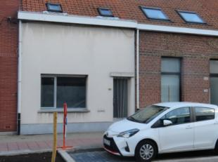 Te renoveren woning in een zeer centrale buurt van Wilrijk met vlakbij openbaar vervoer, scholen, supermarkten en autosnelwegen. De woning is gelegen