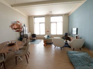 Prachtig en stijlvol gemeubeld appartement met 2 slaapkamers en 2 badkamers en mogelijkheid tot garage. Het appartement is gelegen om de hoek van het